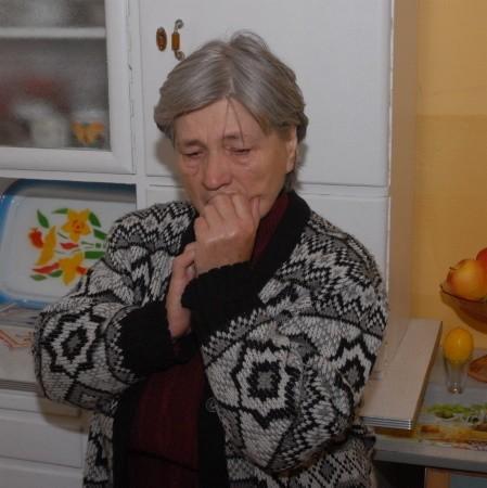 - Jestem przekonana, ze brat uszkodził przewody, dlatego teraz po rozpaleniu w piecu dym wraca mi do mieszkania - mówi Teresa Paczkowska.