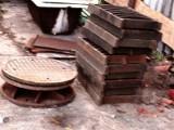 Siemiatycze: 27-latek ukradł 14 metalowych pokryw do studzienek ściekowych