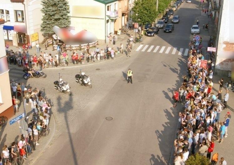 Policjanci kierujący ruchem na skrzyżowaniach czuwali nad...