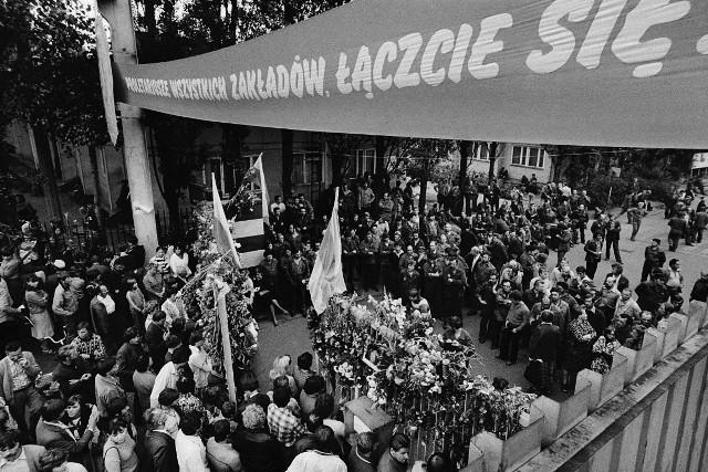 Sierpień 80. Zdjęcia strajku w Stoczni Gdańskiej z archiwum Stanisława Składanowskiego