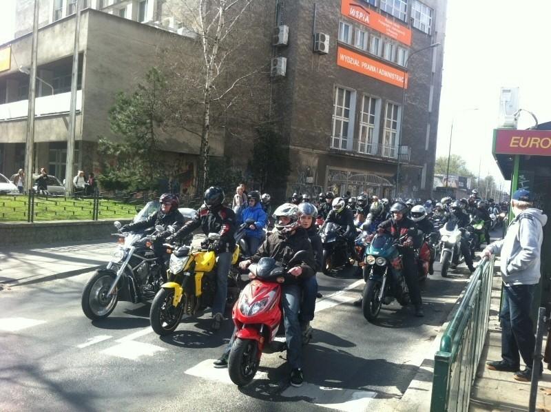 Poznań: Motocykliści przejazdem przez miasto rozpoczęli sezon [ZDJĘCIA, WIDEO]