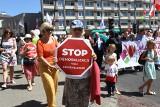 """Warszawa: Marsz dla Życia i Rodziny 2019 [ZDJĘCIA] [WIDEO] Protestowali przeciwko """"demoralizującej seksedukacji w szkołach"""""""