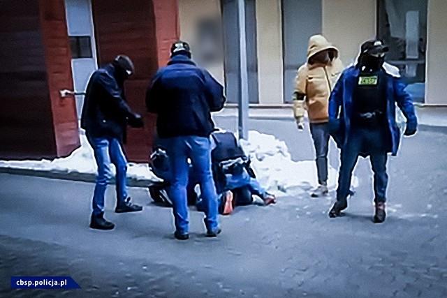 Funkcjonariusze zatrzymali kolejne osoby w związku z działalnością Psycho Fans. Zabezpieczono amunicję i 160 tys. złotych w gotówceZobacz kolejne zdjęcia. Przesuwaj zdjęcia w prawo - naciśnij strzałkę lub przycisk NASTĘPNE