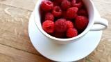 W takich sytuacjach warto jeść dużo malin. Kto powinien włączyć owoce do diety?