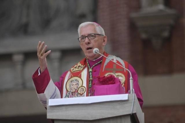 Arcybiskup Wiktor Skworc zrzekł się tytułu honorowego obywatela Tarnowa