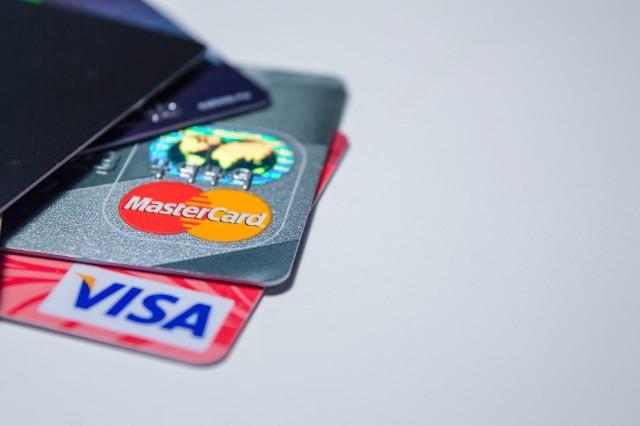 100 zł, a nie 50 zł zbliżeniowo bez PIN-u. Visa i Mastercard ze zgodą od NBP