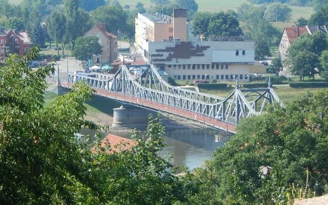 Obecnie przez natężenie najbardziej cierpi wiekowy most w Krośnie Odrzańskim. Obwodnica ma go odciążyć.