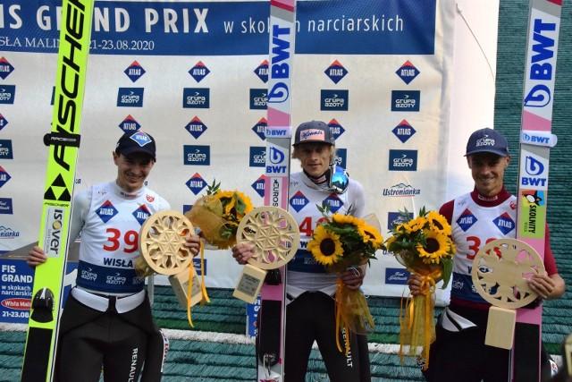 Polscy skoczkowie w niedzielę znów stanęli na podium Letniej Grand Prix w Wiśle Malince. Wygrał Dawid Kubacki. Przesuwaj gestem lub za pomocą strzałki, by zobaczyć kolejne zdjęcie