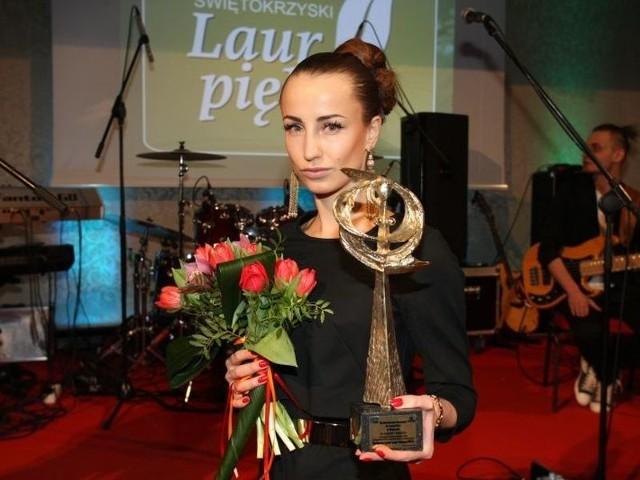 Magdalena Prokop z laurami za pierwsze miejsce w kategorii salony kosmetyczne dla jej Kosmetycznego Instytutu doktor Irena Eris.