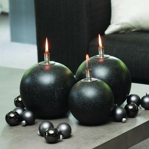 Lampy oliwneLampy oliwne w postaci czarnych kul.