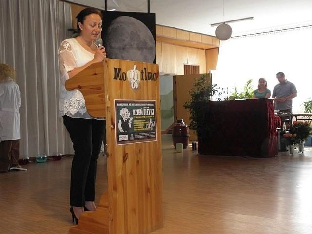 Główną organizatorką Dnia Fizyki w gimnazjum jest Danuta Lorczak