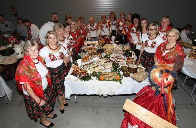 Laureatki akcji Gospodynie i Gospodarze Wiejscy 2017 w powiecie skarżyskim oraz szóstego miejsca w województwie - Zagórzanki  przygotowały stoisko pełne przysmaków - ciast, pasztetów, chleba ze smalcem, sałatek.  Pięknie śpiewały także na scenie ludowe przyśpiewki.
