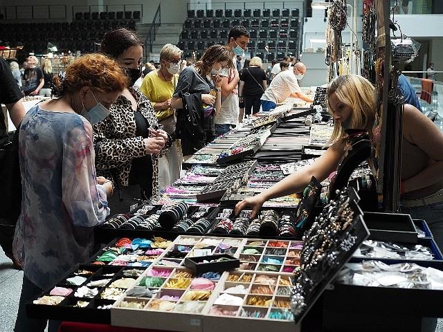 W sobotę i w niedzielę (12 i 13 czerwca), w Zatoce Sportu Politechniki Łódzkiej , od godziny 10 do 18 odbywa się Giełda Minerałów, Biżuterii i Skamieniałości.  Można kupić biżuterię, kamienie i niezwykłe cuda natury.CZYTAJ DALEJ >>>.