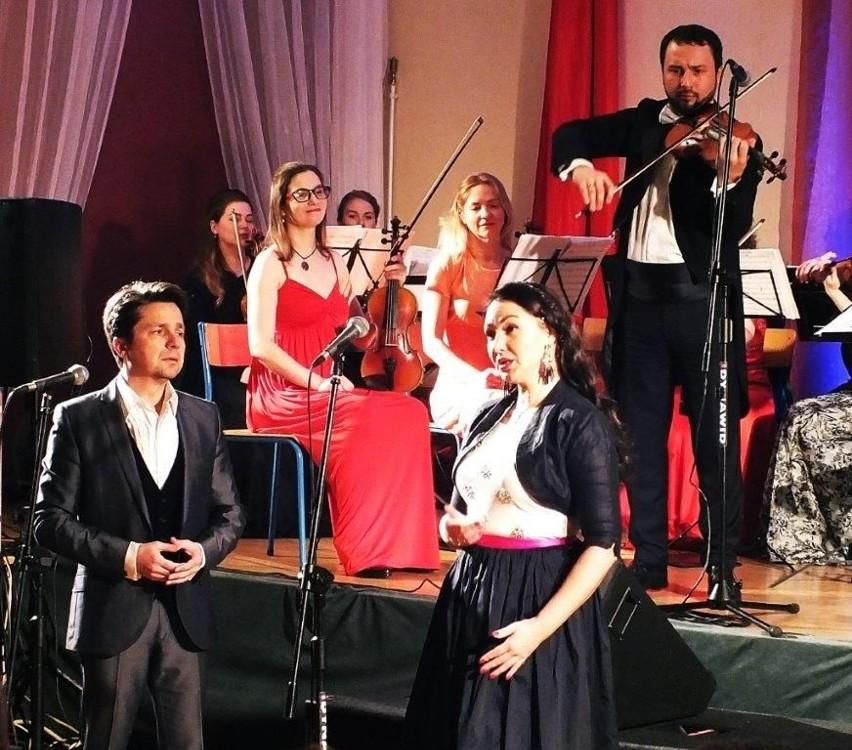 W ubiegłym roku chełmińskiej publiczności, w Noworocznym Koncercie Wiedeńskim Johann Strauss Gala zaprezentowali się: Orkeistra Filharmonii Lwowskiej INSO, soliści i balet