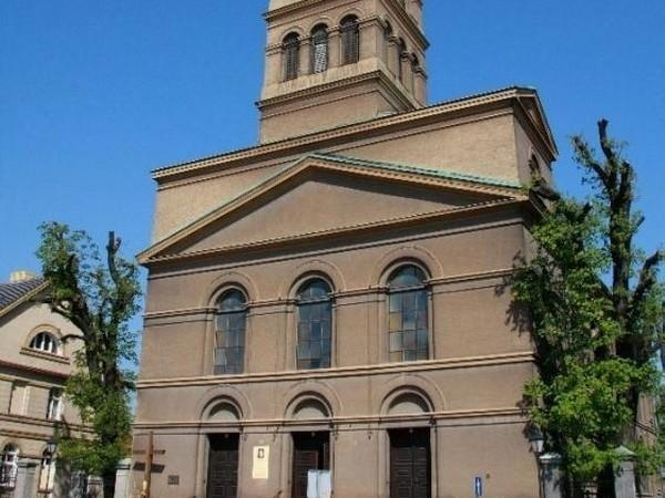 W niedzielę, 28 kwietnia, na parkingu między Obrą i kościołem pw. Św. Wojciecha odbędzie się doroczny piknik parafialny.