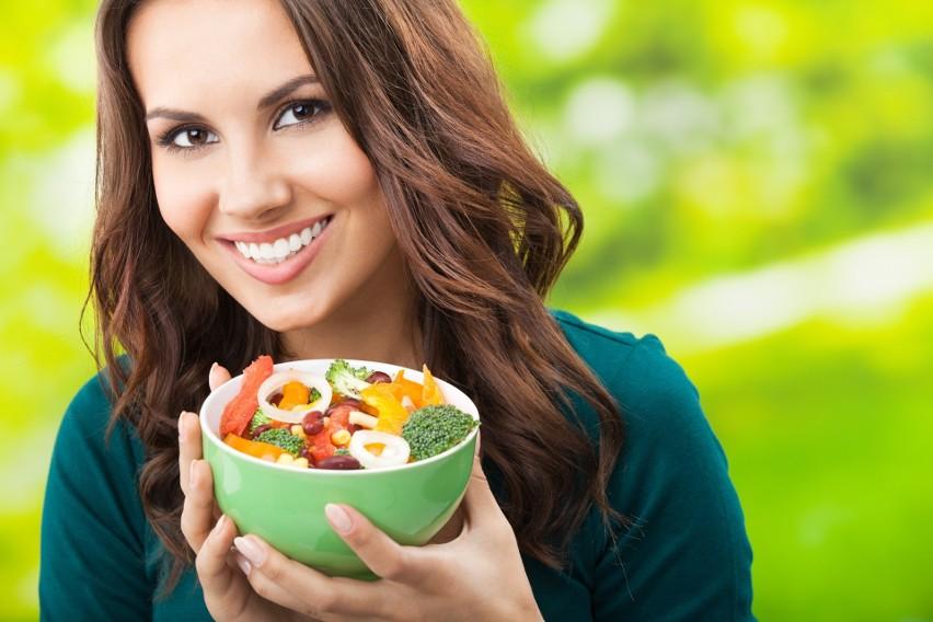 649fbf7cd6cffe Co jeść, aby na długo zachować urodę i piękne ciało? Latem wszystkie  produkty mamy na wyciągnięcie ręki