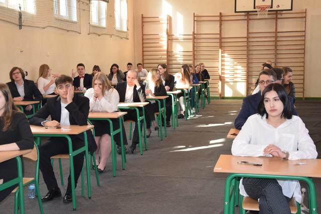 Matura w III LO w Zielonej Górze - egzamin z języka polskiego  - 6 maja 2019