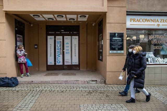 Fundacja Kino Pomorzanin do czasu, kiedy będzie możliwe zaprezentowanie efektu zakończonych prac w sali głównej, dzięki dodatkowym funduszom od Grupy Moderator chce jeszcze wyremontować kinowe foyer i odnowić wejście od strony Gdańskiej