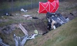 Wypadek na drodze S8 pod Pabianicami. Samochód spadł ze skarpy. Zginęło dziecko i 42-latek... 5.05.2020