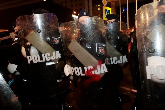 - Uważam, że użycie gazu wobec demonstracji kobiet i młodzieży nie miało podstaw- napisał Trzaskowski.