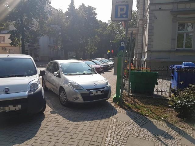 Zdjęcie tego autodrania na al. Niepodległości w Zielonej Górze przysłał nam przez Facebook'a nasz Czytelnik Jacek.