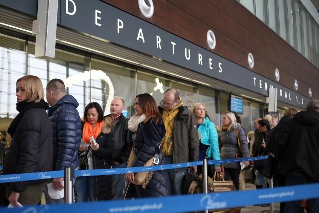 Wakacyjne kierunki PolakówRekompensata finansowa za opóźniony czy odwołany lot należy się także w przypadku tanich linii lotniczych oraz lotów przesiadkowych i czarterowych