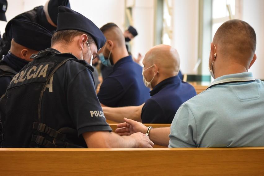 Ośmiu oskarżonych Psycho Fans zwolniono z aresztów...