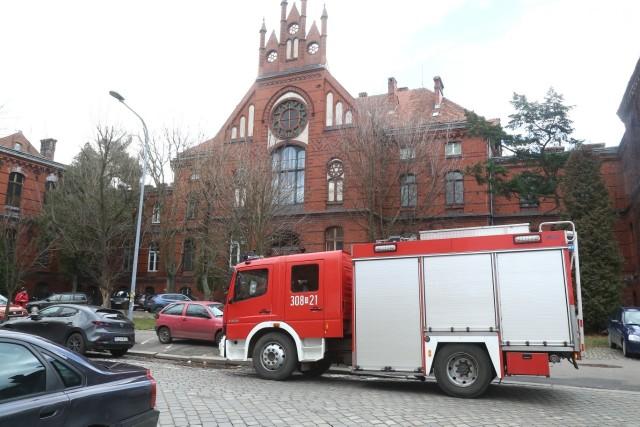 Interwencja straży na terenie szpitala przy Chałubińskiego