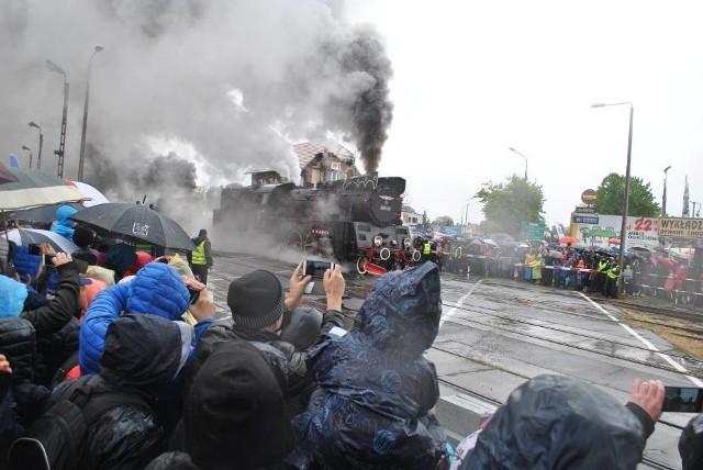 W sobotę w Wolsztynie odbyła się XXVI Parada Parowozów. W strugach deszczu przed licznie zgromadzoną widownią zaprezentowało się 10 parowozów.Przejdź do kolejnego zdjęcia --->