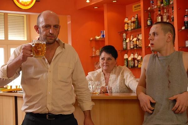 - fotos z filmu Janusz Chabior (z lewej), Piotr Wawer jr. (z prawej)