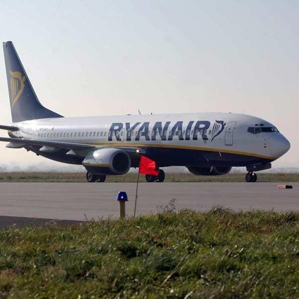 Jeżeli do USA zaczną latać tanie linie, bilety mogą kosztować mniej niż tysiąc złotych. Na zdj. samolot Ryanair na lotnisku w Jasionce.
