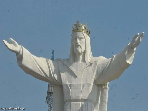 (fot. Paweł Janczaruk) Pomnik Chrystusa staje się coraz...