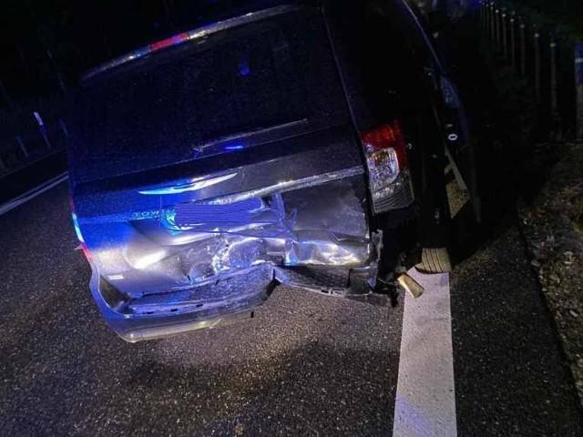 Tak wyglądał tył auta, którym w niedzielę jechał na koncert do Sierpca zespół Playboys.