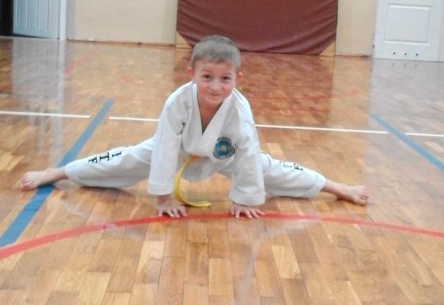 """Piotr Pawlak ma 7 lat i bierze udział w plebiscycie """"Pokaż sportową energię""""."""