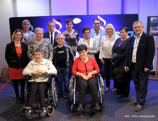 Uczestnicy i organizatorzy Prezentacji Artystycznych.