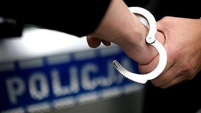 Tych dwoje policjantów zatrzymano w piątek do dyspozycji...