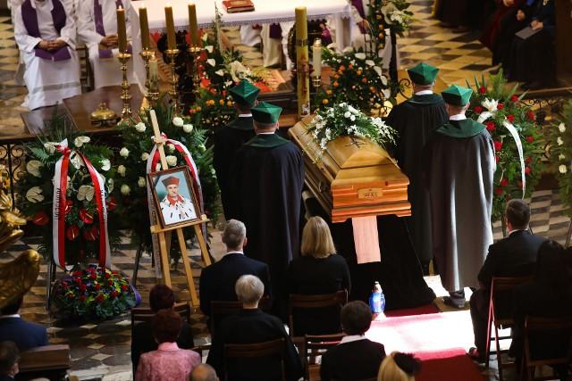 Ceremonia pogrzebowa rozpoczęła się mszą w kościele św. Anny, a w samo południe rozpoczął się pogrzeb na Cmentarzu Salwatorskim
