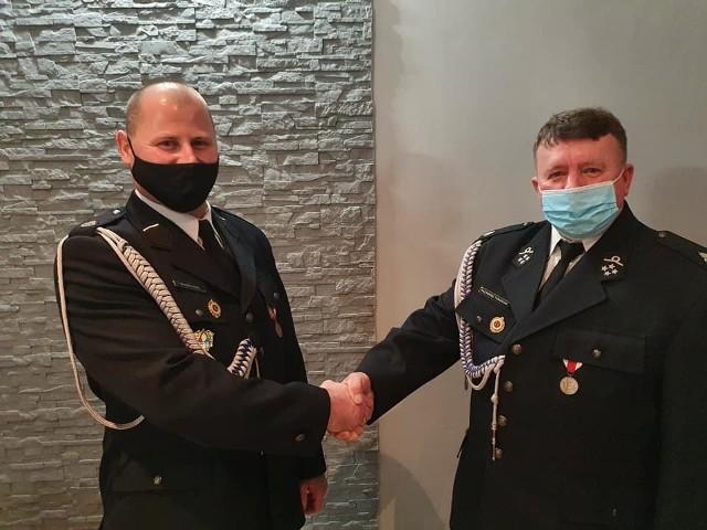 Z lewej nowy prezes Wojciech Banaś, z prawej ustępujący Kazimierz Tomasiak