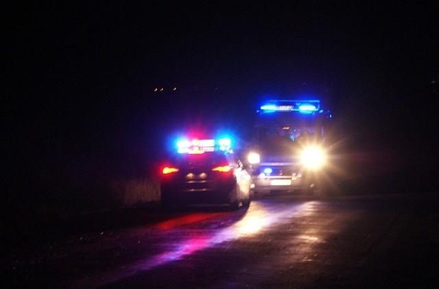 49-latek bez odblasków po zmroku przechodził przez jezdnię w okolicach miejscowości Popławce. Zginął potrącony przez golfa.