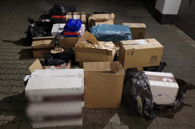 Nielegalne papierosy i krajanka tytoniowa znaleziona przez policjantów z powiatu krakowskiego