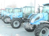 Rolnicy kupują mniej ciągników, czekają na unijne programy