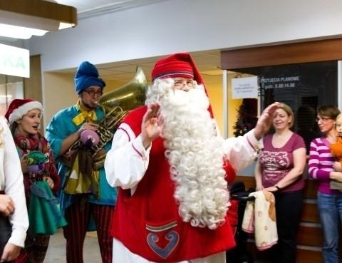 Wizycie Mikołaja będą towarzyszyły występy artystów i pokazy na specjalnej, zimowej scenie