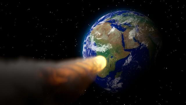 Każdego roku w ziemskiej atmosferze spalają się dziesiątki ton kosmicznych skał. Większe obiekty kosmiczne uderzają w powierzchnię Ziemi raz na 100-1000 lat. W bliskim sąsiedztwie Ziemi krąży ponad 19 tys. obiektów. NASA oraz ESA obserwują asteroidy, szczególnie te, które mogą być potencjalnie groźne dla Ziemi. Naukowcy z NASA są pewni - w Ziemię uderzy asteroida. Kiedy to nastąpi? I czy właśnie asteroida spowoduje koniec świata?NASA na bieżąco aktualizuje listę obiektów NEO (Near-Earth Objects). Czy wśród nich jest asteroida, która może doprowadzić do końca świata?Oto najgroźniejsze asteroidy. Zobaczcie na następnych slajdach >>>