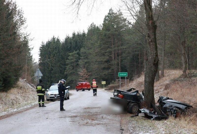 Jurkiszki: Wypadek w Jurkiszkach.(KW PSP Olsztyn dzięki uprzejmości portalu goldap.info - Kamil Pawlukanis)