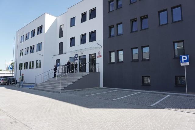 Łódzcy policjanci otrzymali do dyspozycji nowoczesny, zmodernizowany budynek. Komisariat na miarę XXI wieku, otworzony został na osiedlu Retkinia.CZYTAJ DALEJ NA NASTĘPNYM SLAJDZIE