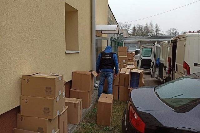 Funkcjonariusze KAS przejęli nielegalne papierosy, tytoń i alkohol