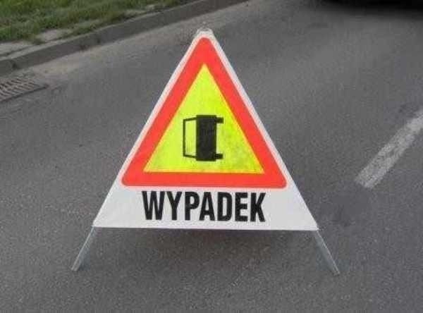 Wypadek na Armii Krajowej w Gdańsku. Dachował samochód. Dwie kobiety ranne