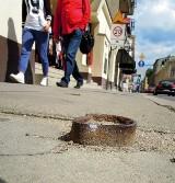 Chodnikowe pułapki na ul. Zamenhofa