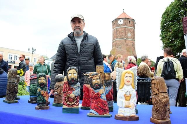 Relacja z 45. Jesieni na Pałukach w Żninie (Na fot. Józef Walczak, artysta ludowy z Więcborka)