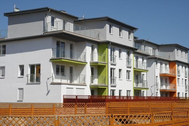 Przy ul. Cynamonowej istnieje już nowoczesne osiedle. Nieopodal Milard zamierza postawić kolejne domy wielorodzinne.
